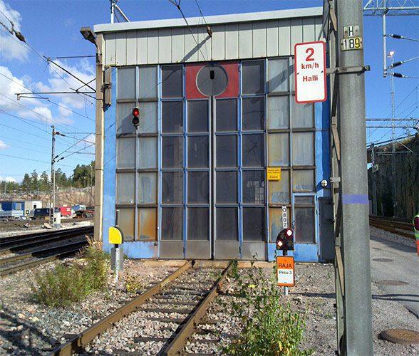 RFID controls train wash